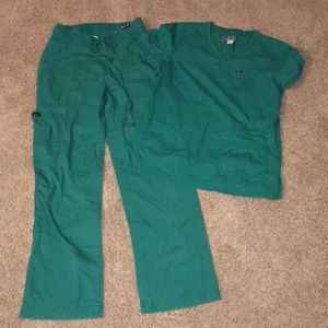 Koi comfort fit 2 pc scrubs sz XS/S